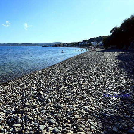 Η Αγία Φωτιά είναι μια από τις γνωστότερες οργανωμένες παραλίες στην Χίο
