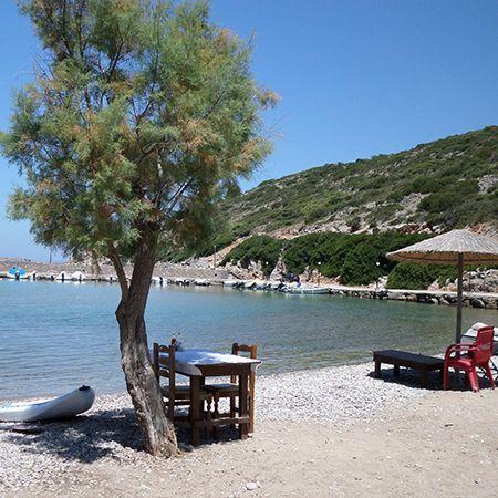 Η παραλία της Αγίας Ειρήνης στην Νότια Χίο