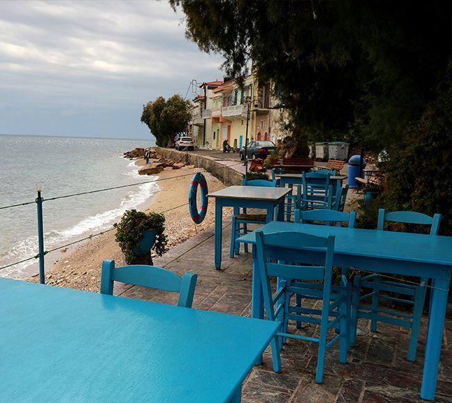 Ο Καταρράκτης είναι ένα παραθαλάσσιο χωριό στην Νότια Χίο με μικρό Λιμάνι  και ψαροταβέρνες