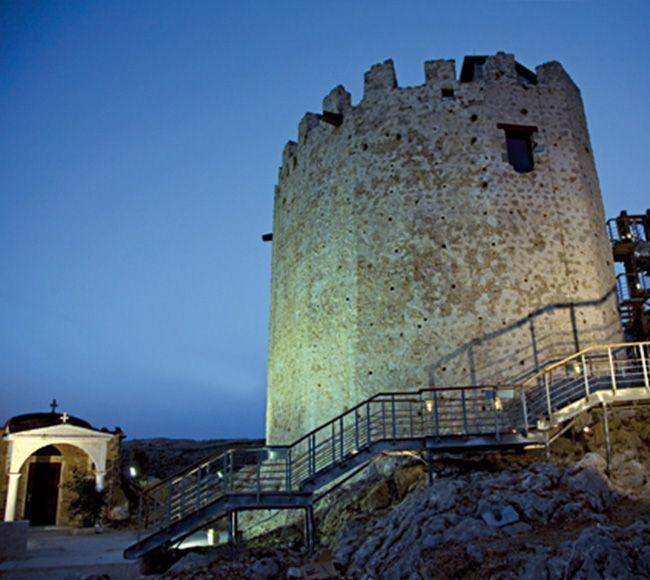 Ο εντυπωσιακό πύργος του Πιτιούς