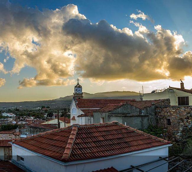 Το Χαλκειός Χίου βρίσκεται 7 χιλιόμερα νοτιοδυτικά της πόλης της Χίου